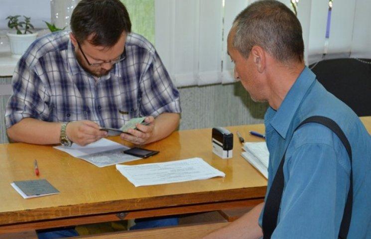 У Дніпропетровську демобілізований боєць вступає до вишу, де вчиться його донька