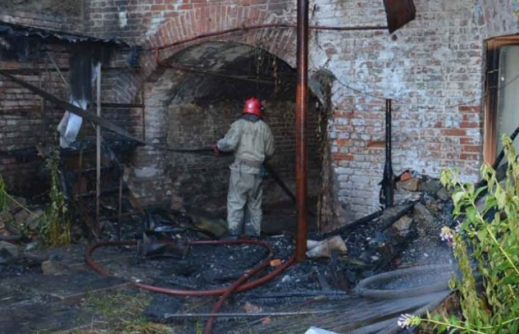 Пожежа у Дніпропетровську позбавила житла 15 родин