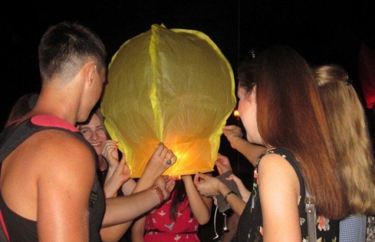 У Полтаві масово запускали небесні ліхтарики