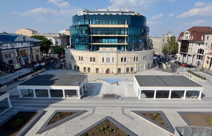 Паркінг Вадима Чорного на Грецькій площі хочуть зробити комунальною власністю