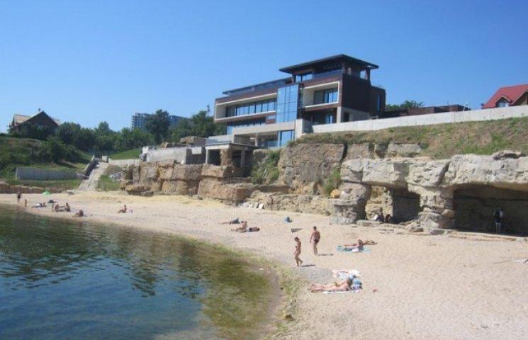 Мер Одеси хоче перевірити пляж з дачею олігарха Василя Хмельницького
