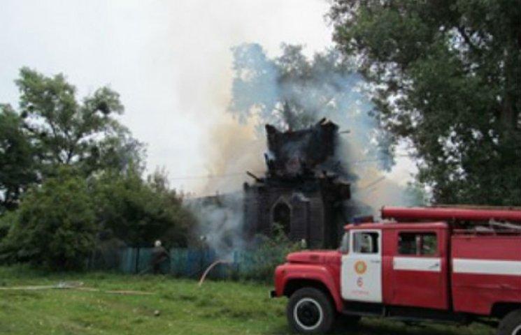 На Сумщині блискавка спалила церкву