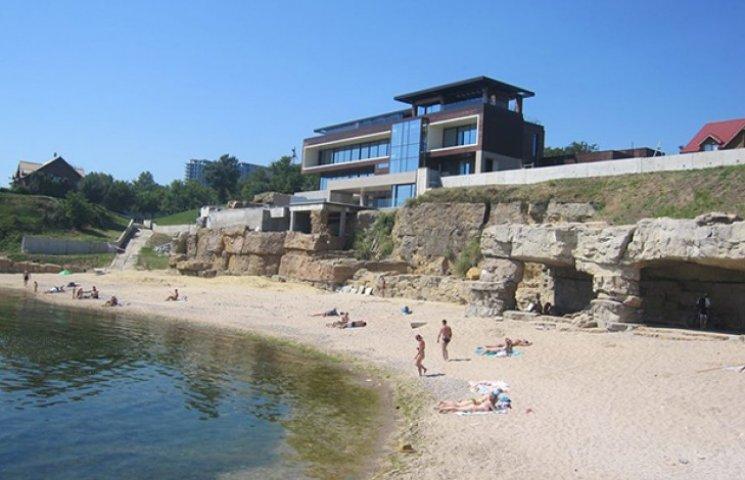 Мер Одеси не радить відпочивати на пляжі за парканом олігарха Хмельницького