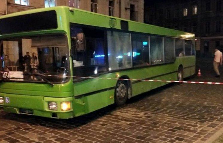 У Львові під колесами автобуса загинув велосипедист