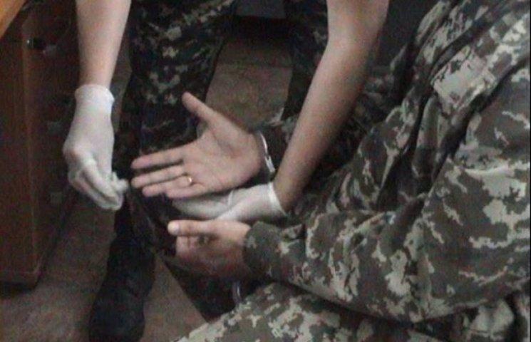 Знову на Хмельниччині попався на хабарі офіцер військомату