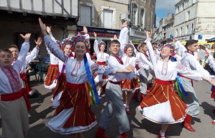 """Вінничани дарували """"Радість"""" французам та бельгійцям"""
