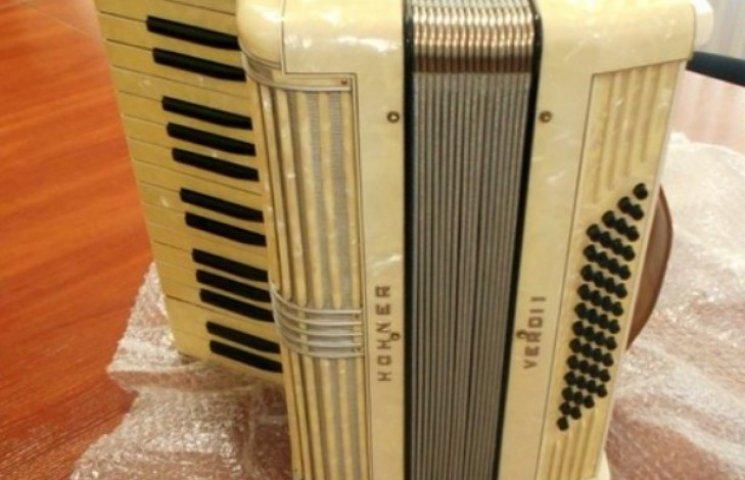 Раритетний німецький акордеон мало не став контрабандою