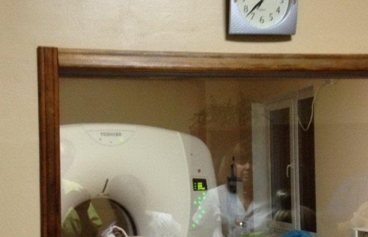 Дніпропетровські лікарі рятують бійця з важким пораненням голови