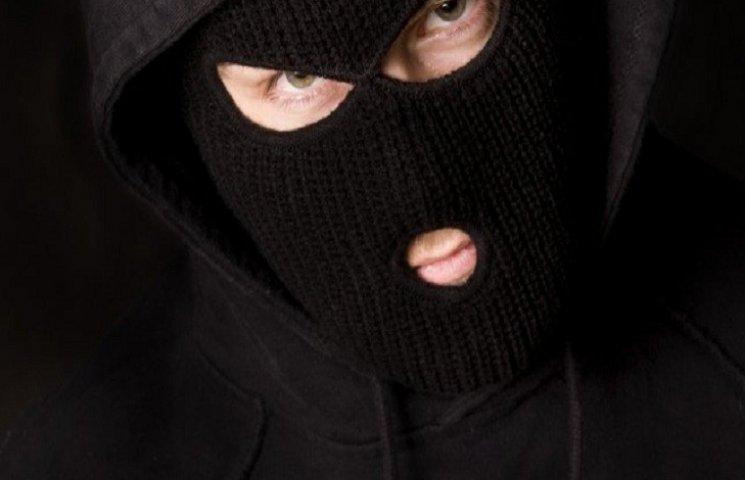 """У Харкові арештували грабіжників, які бігали вулицею в повній """"амуніції"""""""