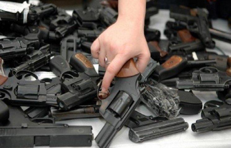 З першого липня хмельничани можуть добровільно здати зброю