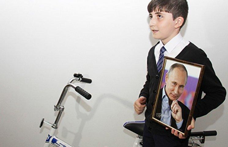 Школяр з Інгушетії вислав Путіну три тисячі рублів, щоб подолати кризу на Росії