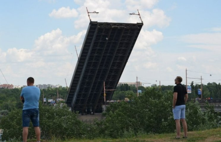 Как в Николаеве разводили мосты