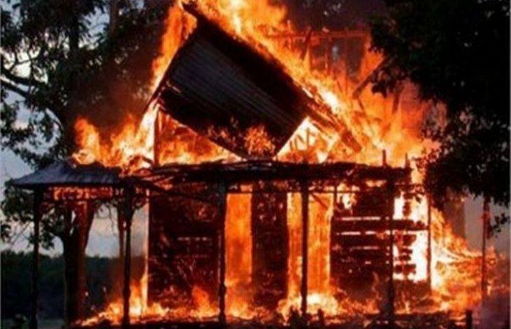 На Хмельниччині вогонь знищив 700 кілограмів кормів