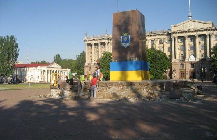 У Миколаєві демонтують постамент Леніну