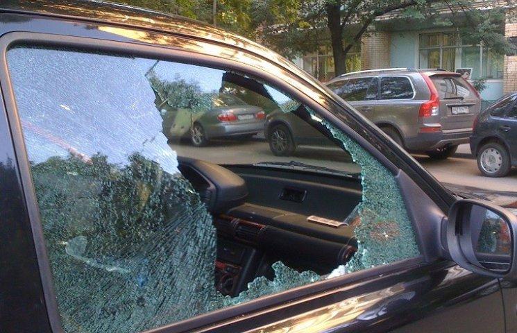 """На трасі """"Хмельницький - Вінниця"""" грабують машини"""
