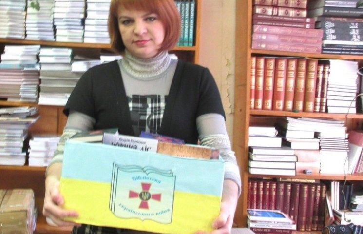 Майже шість сотень українських книжок передали подоляни воїнам