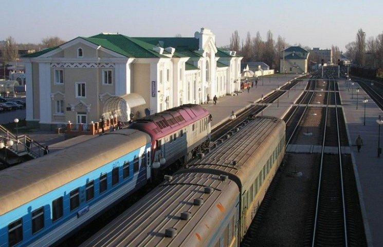 На Південній залізниці мінери та хулігани зупинили майже півсотні потягів