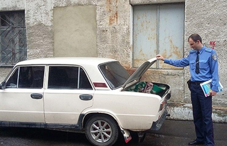 У Вінниці затримали чоловіка, який обікрав 10 машин