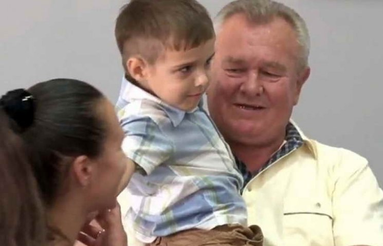 Бердянця, що врятував малюка, сьогодні нагородили в Бердянській міській раді