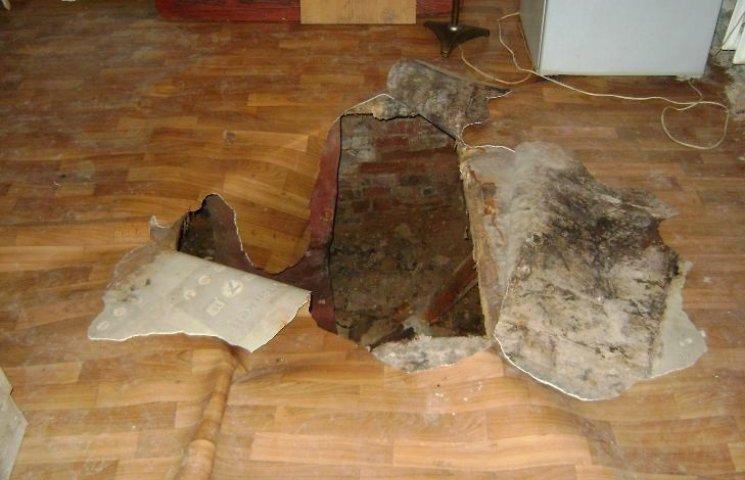 У Миколаєві жінка провалилась у підвал 100-річного будинку