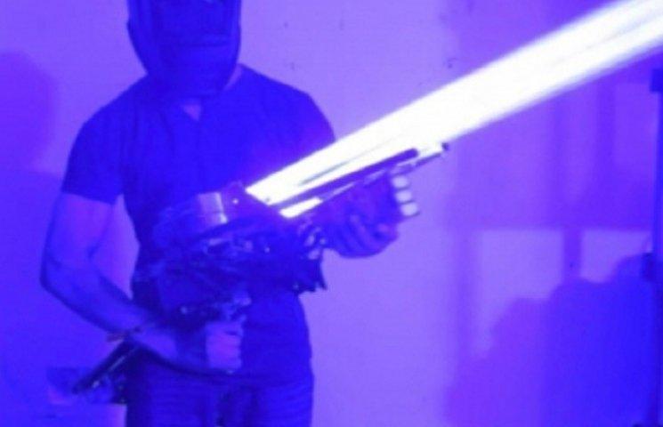 Американский парень собрал дома лазерную пушку мощностью 200 ватт