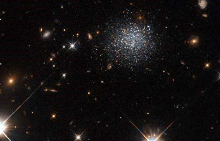 """Орбитальный телескоп """"Хаббл"""" показал жертву """"космического каннибализма"""""""