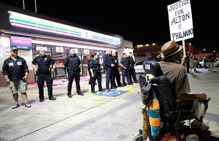 Появилось видео расстрела полицейских в Далласе