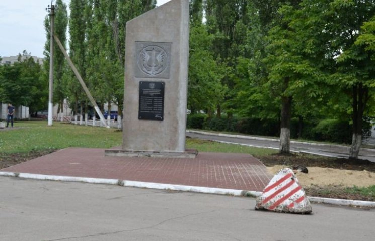 В Николаеве установили мемориальную доску погибшим морпехам