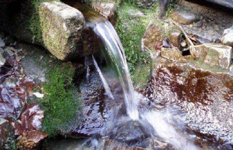 Славутську джерельну воду  пити не радять