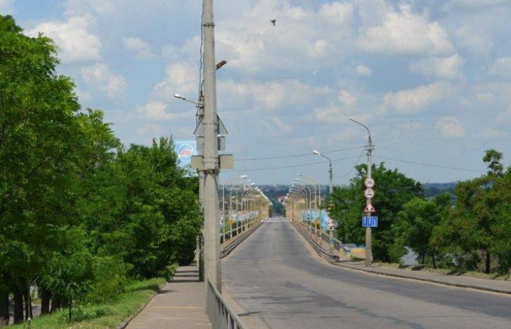 Покриття миколаївських мостів поки ремонтувати марно