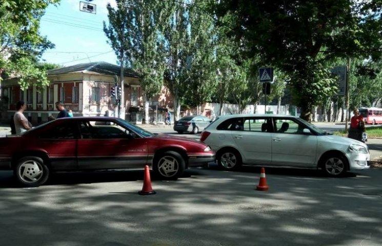 У Миколаєві дві жінки за кермом не поділили дорогу