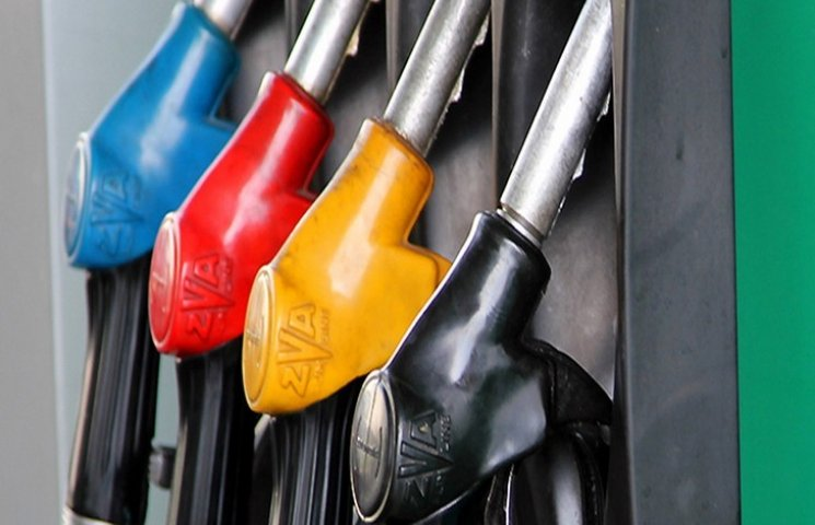 На заправках Хмельниччини продають переважно якісний бензин