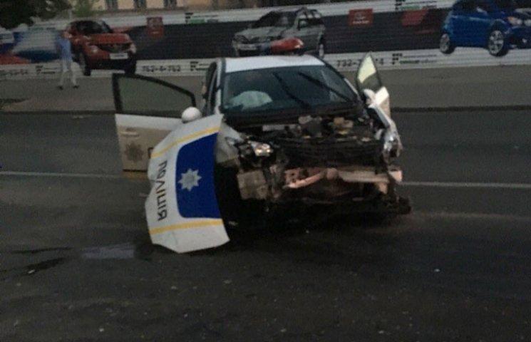 Опубліковані фото з місця страшної аварії з копами у Харкові