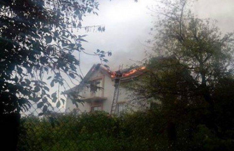 У Хмельницькому в будинок влучила блискавка