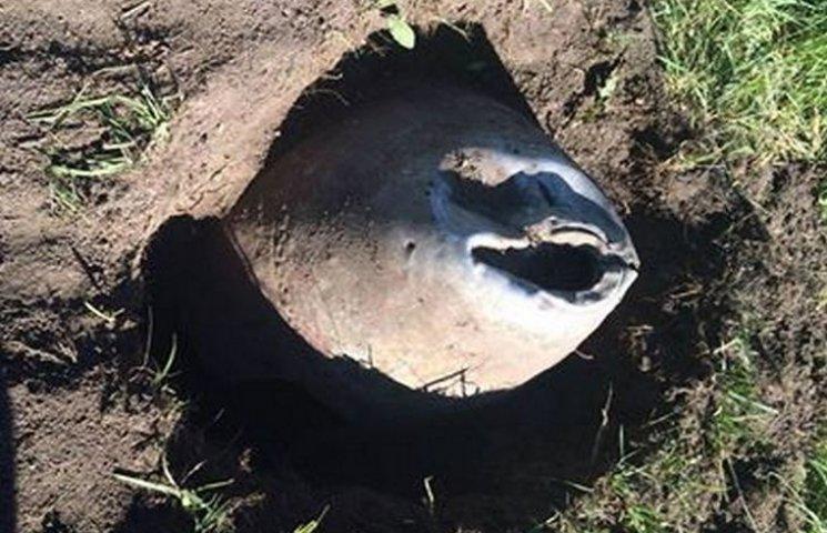 На хмельницькому військовому кладовищі вирили невпізнаний предмет