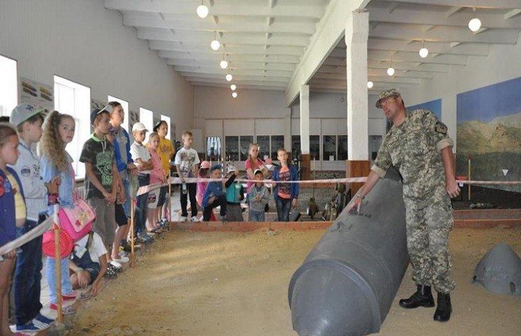 В Центрі розмінування доповнювали родинне виховання дітей хмельницьких вояків