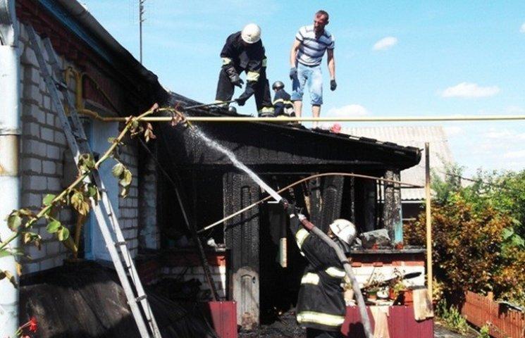 В Калинівці через коротке замикання люди залишились без даху над головою
