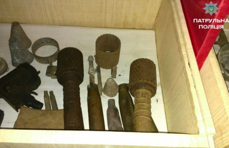 У черкаській школі поліцейські знайшли бойові гранати