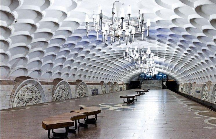 У харківській підземці раптово зупинився поїзд
