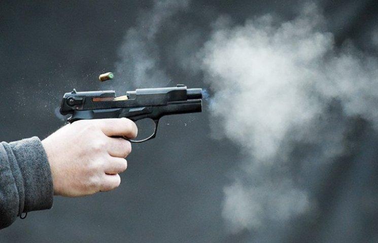 У Миколаєві біля супермаркету влаштували бійку зі стріляниною