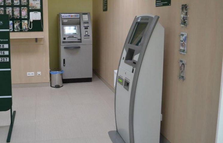 """Вінницькі """"умільці"""" вкрали у банківських терміналів 1,5 мільйона"""