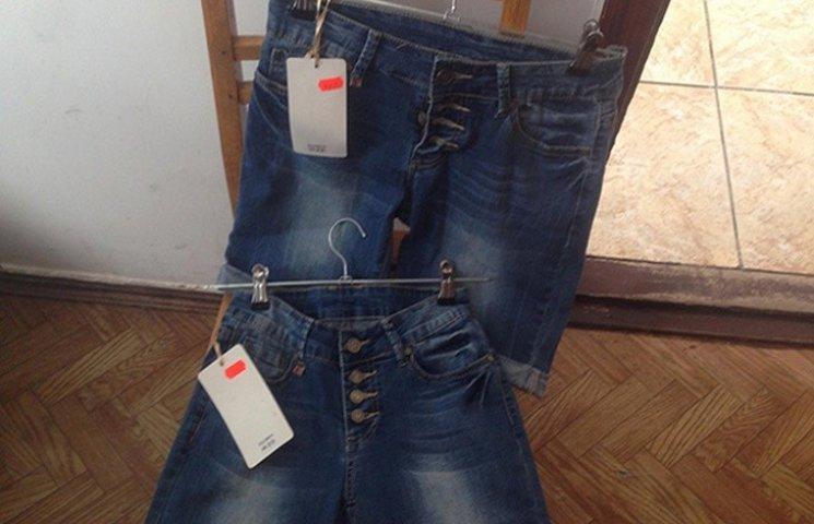 На Хмельниччині чоловік хотів продати майже 70 пар крадених штанів