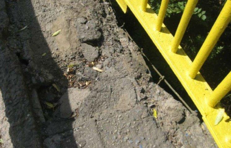 Ремонт мосту через Сулу на Полтавщині: засипали піском і спиляли дерева