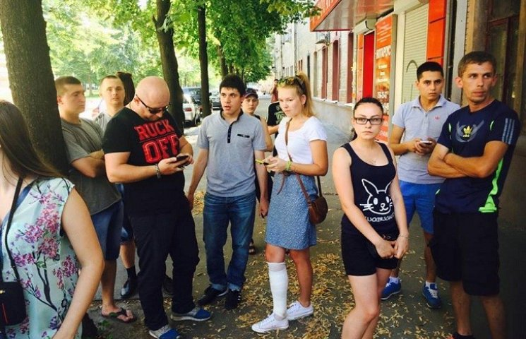 В Харькове пикетируют суд, где попытаются арестовать копа-участника кровавого ДТП