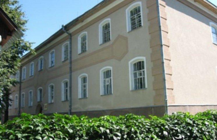 На Полтавщині закриють єдине в Україні училище бджільництва