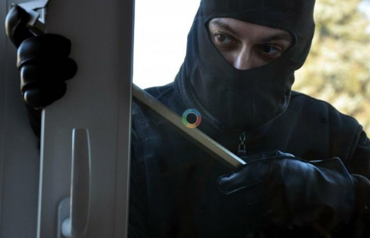 Полтавський грабіжник переховувався від поліції під прилавком крамниці