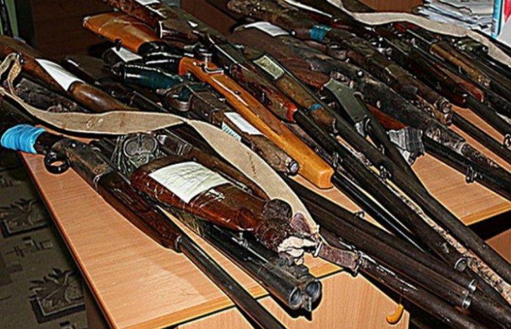 За два тижні добровільної здачі зброї полтавці принесли 77 одиниць