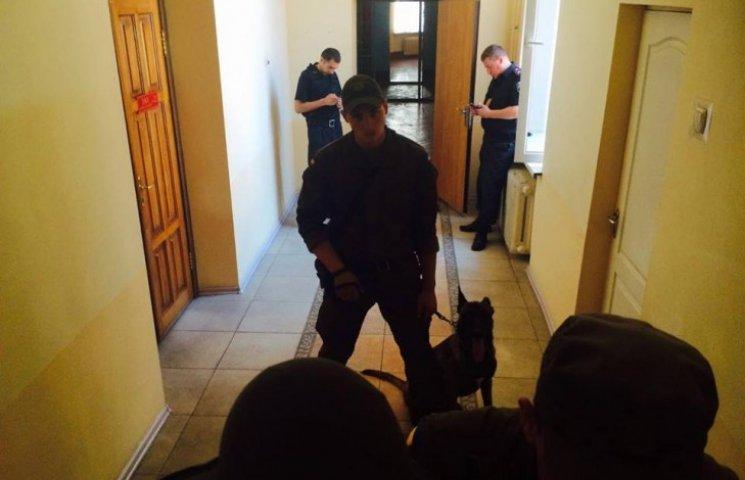 В Харькове автоматчики не пускают журналистов на суд по делу экс-нардепа от КПУ
