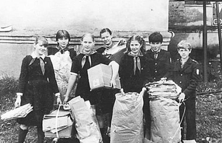Дикий СРСР: Як книголюбів годували пропагандою і змушували класти каменюки в макулатуру
