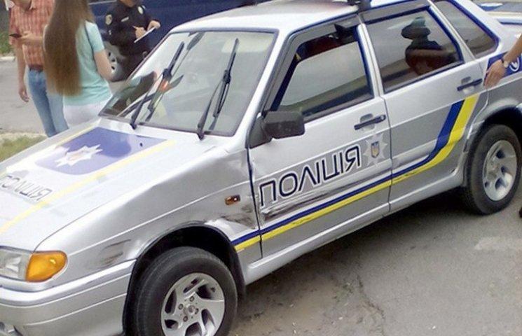 Дунаївчанка протаранила поліцейське авто